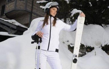 Ski et luxe : comment rester féminine sur les pistes ?