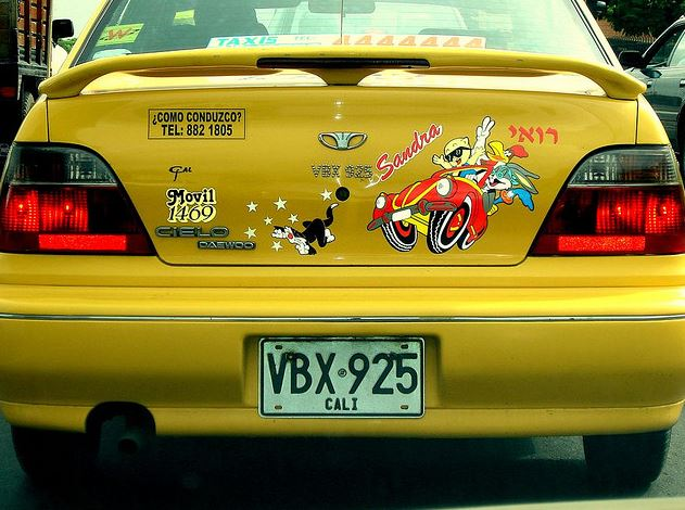 Personnaliser sa voiture avec des stickers for Bien lustrer sa voiture