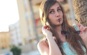 Comment harmoniser lunettes et coiffure ?